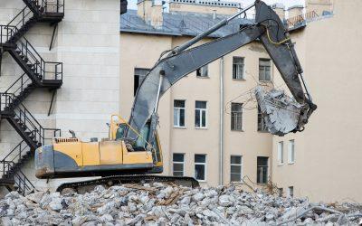 Building demolition with hydraulic excavator-destroyer