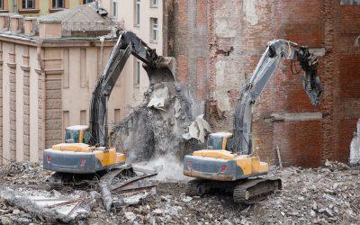 Complete mechanized demolition of a building